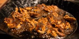 Karamelisieren von Walnüssen