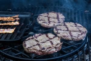 Hamburgerpatties nach dem Wenden