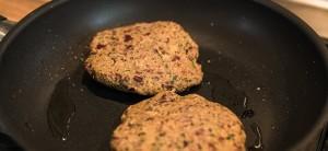 Veggie-Burger vor dem Anbraten
