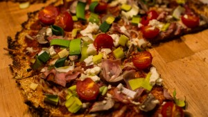 Blumenkohlpizza - Am Besten direkt vom Brett essen